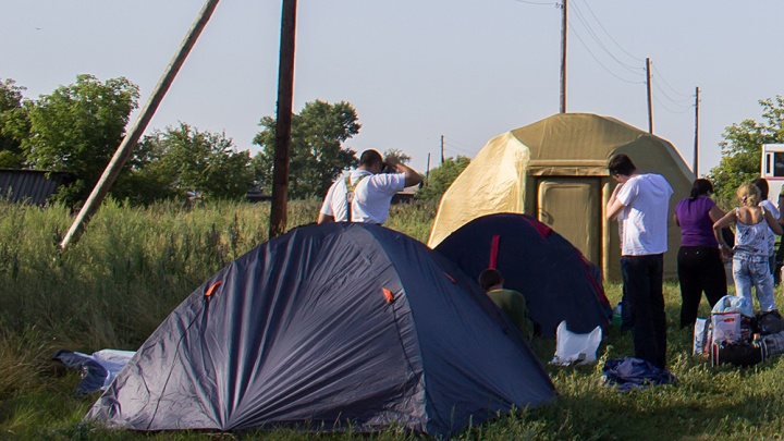 Полиция нагрянула в палаточный городок на Обском море —они подозревают, что это «Свидетели Иеговы»