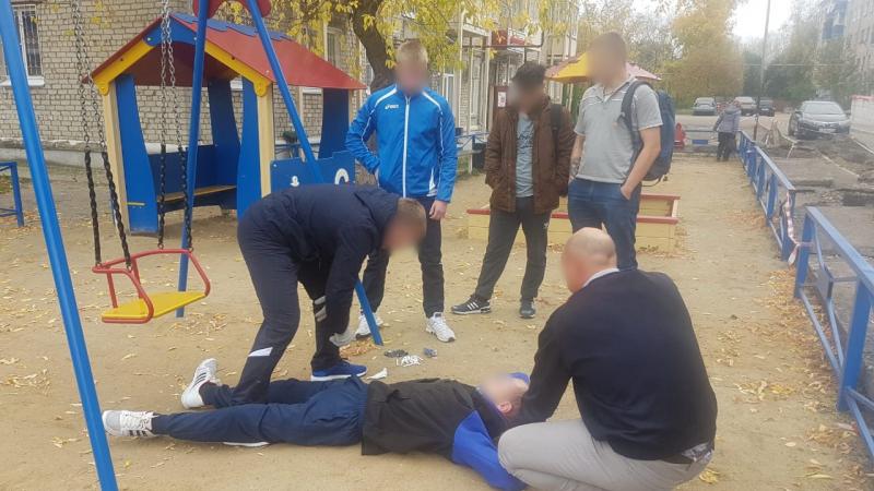 Задержанный спрятал на детской площадке более одного грамма синтетического наркотика