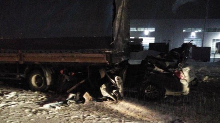 На М-5 в Башкирии «Дэу» залетела под фуру: погибли трое взрослых и ребенок