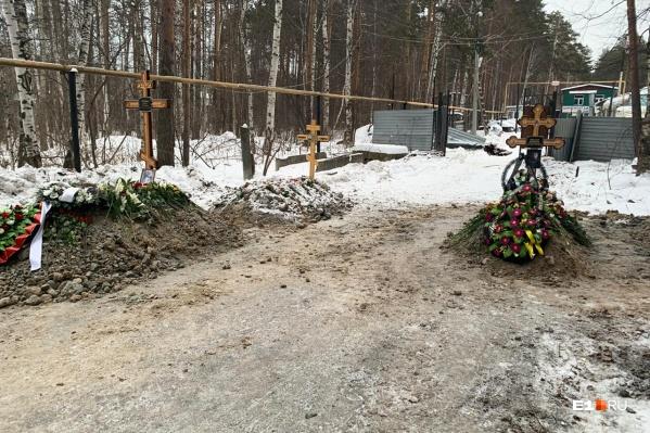 На дороге уже три могилы