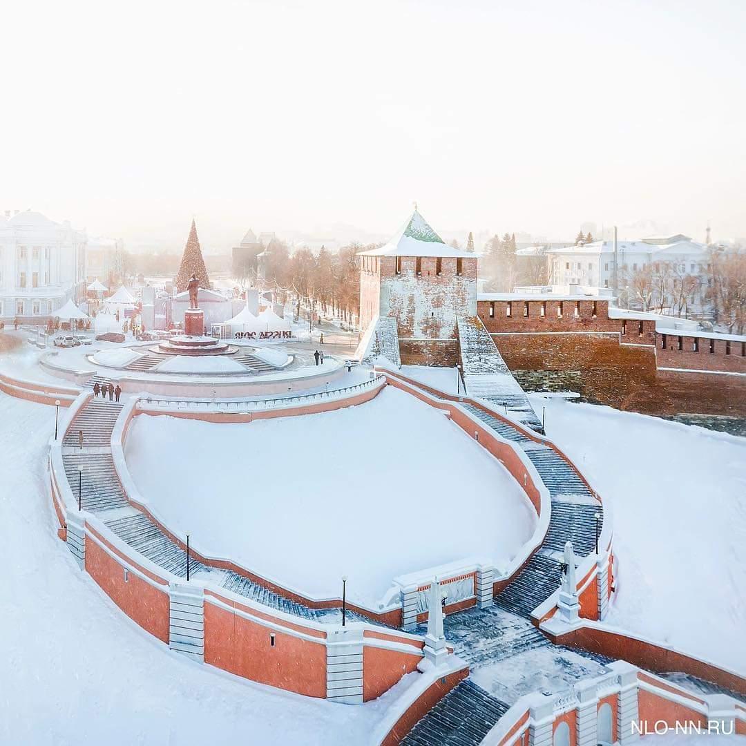 Чкаловская лестница и Нижегородский кремль в солнечных лучах выглядят волшебно