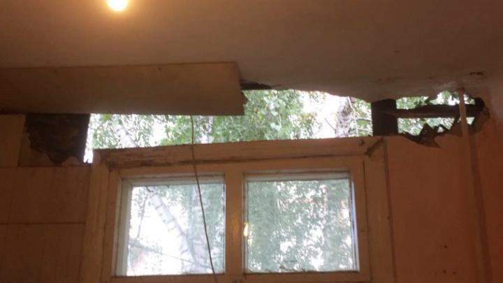 По ночам звёзды видно: у новосибирца в квартире отвалился кусок стены