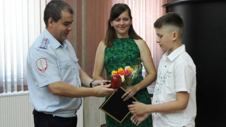 Школьник нашёл под сайдингом дома принадлежавшие убитым супругам полмиллиона рублей