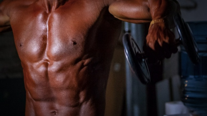 Вес попутал: фитнес-инструктору в Челябинске огласили приговор за торговлю анаболиками