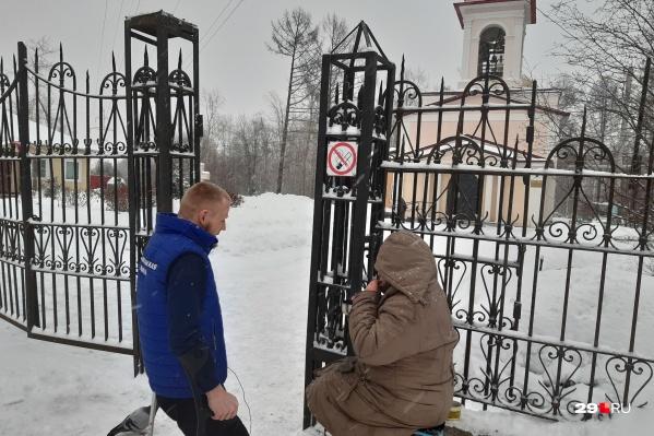 Встреча с собирающей мелочь возле храма на Обводном пенсионеркой