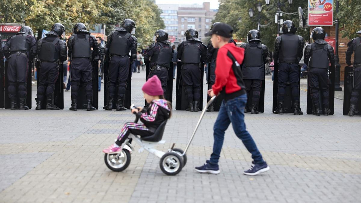 На первый раз за участие детей в незаконных акциях будут штрафовать на 30–50 тысяч рублей