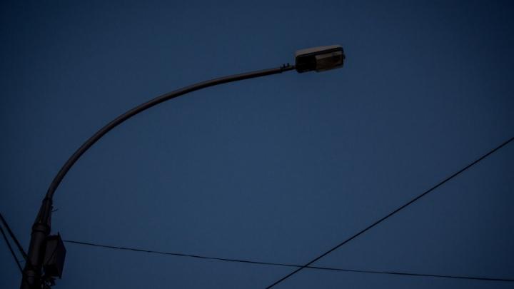 Ищите деньги: суд обязал мэрию поставить фонари на тёмном шоссеу кладбища