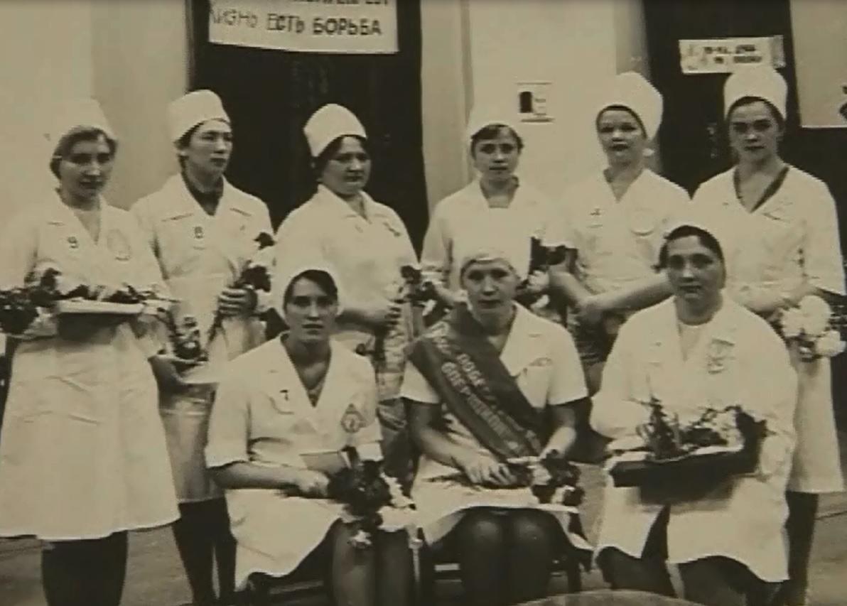После закрытия «на ремонт» часть сотрудников распределили в другие больницы, некоторые остались без работы