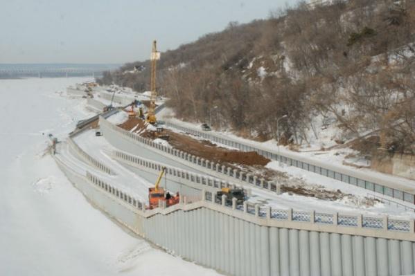Строители ведут работы несмотря на снег и морозы