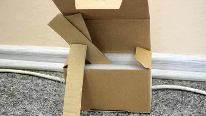 Омич получил картон вместо заказанного через интернет телефона