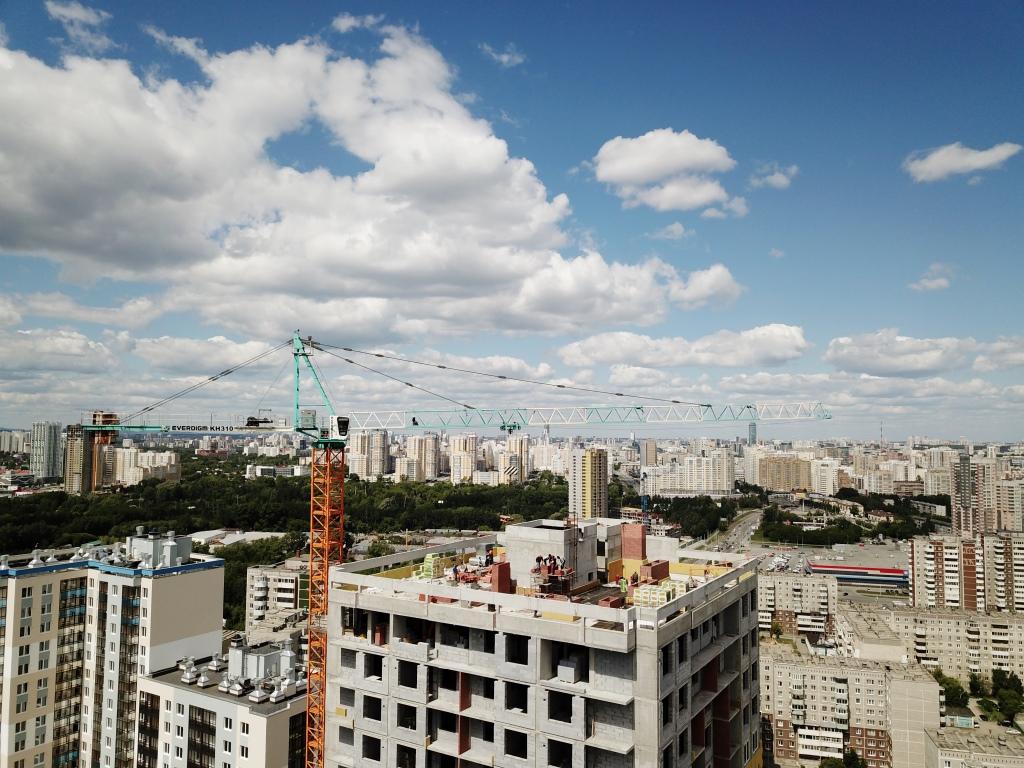 Основные силы застройщика сегодня брошены на «аметистовый» дом — он станет одной из двух высотных доминант комплекса