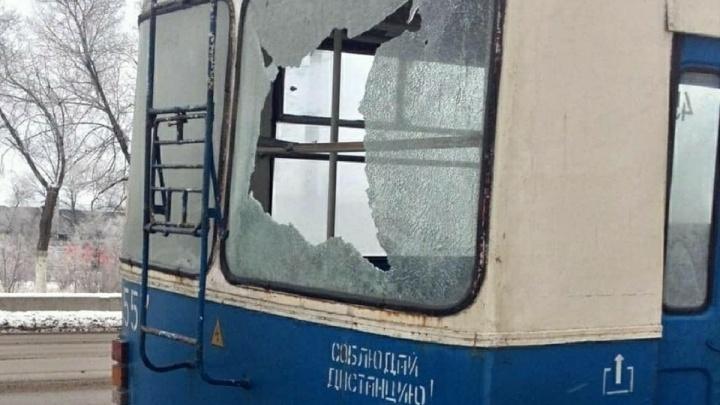 «Внутри ехали дети»: в Волгограде появились «ворошиловские стрелки», разбившие троллейбус и автобус