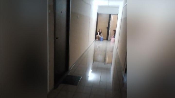 За час до Нового года в свечке в «Белых росах» затопило 10 этажей