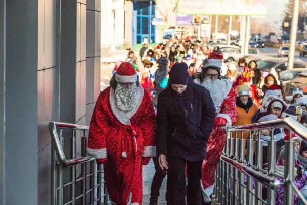 В шествии приняли участие около 300 новосибирцев в разных костюмах