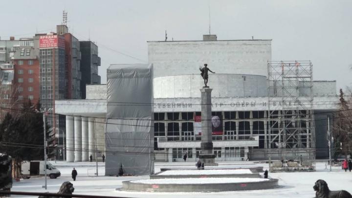 Огромные конструкции появились у Театра оперы. Что это будет?