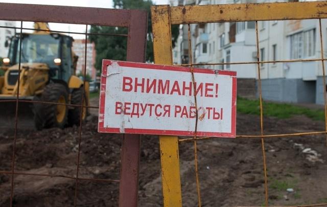 «Повсюду грязь и вода»: в Уфе затопило перекресток
