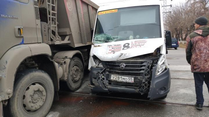 В аварии на Ипподромной пострадала 62-летняя пассажирка маршрутки
