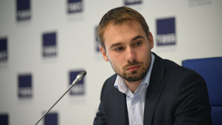 Зачем пошел во власть: показываем в прямом эфире первую пресс-конференцию депутата Шипулина