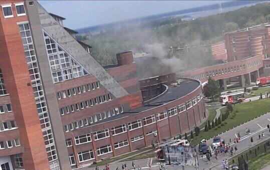 Около 400 человек пришлось эвакуировать из-за пожара в школе олимпийского резерва по самбо в Кстове