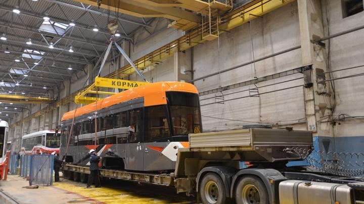 Низкопольный трамвай, показанный на Иннопроме, начали обкатывать в западном депо Екатеринбурга