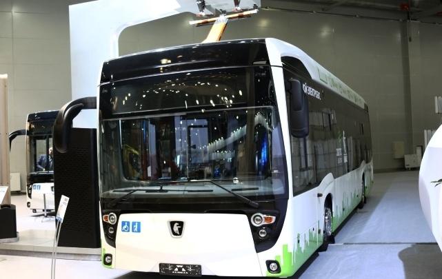 Нефаз показал на выставке в Москве перронный автобус для аэропортов