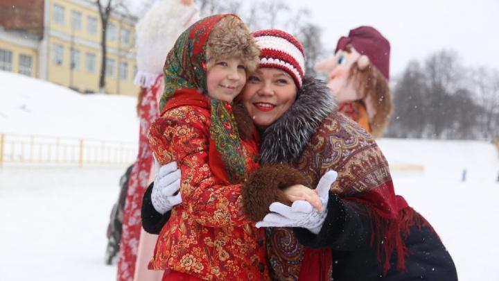 Блинбекю и пицца под снегом: в Ярославле отмечают Масленицу. Хроника дня
