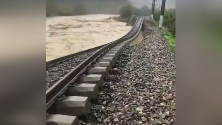Из Адлера в Челябинск отправили поезд, застрявший из-за наводнения