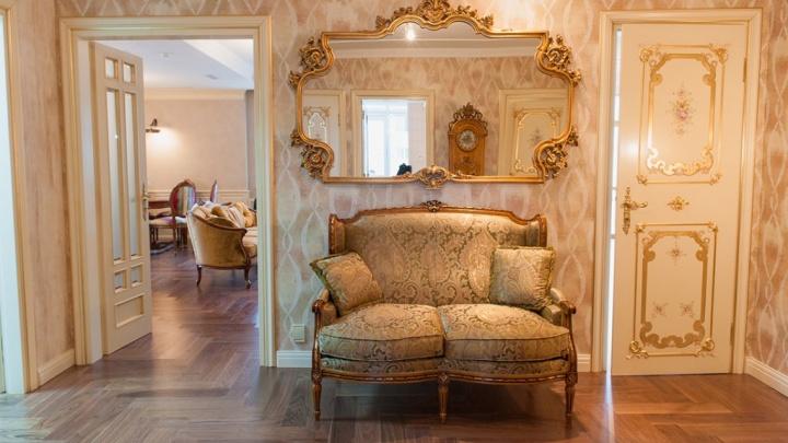 В Екатеринбурге за 44 миллиона продают пентхаус, обильно украшенный золотом