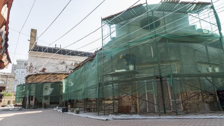 В Волгограде переживший войну мясной корпус Центрального рынка покрасят в бежевый и коричневый цвета