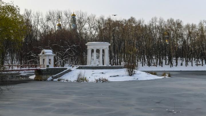 Снежный Екатеринбург: репортаж фотографа E1.RU с белых-белых улиц