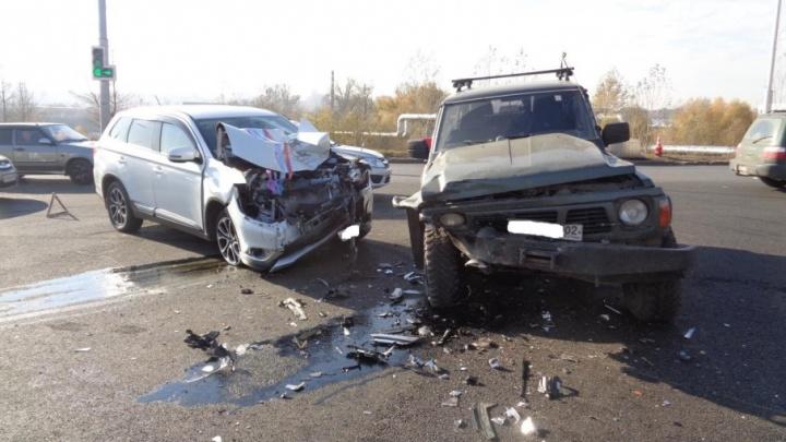 В ДТП со свадебной машиной в Уфе пострадали двое