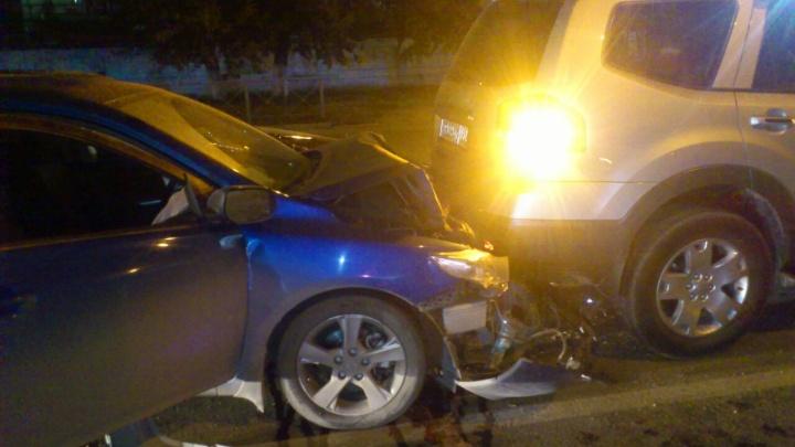 На Большевистской водитель «Тойоты» попала в ДТП с участием четырех машин