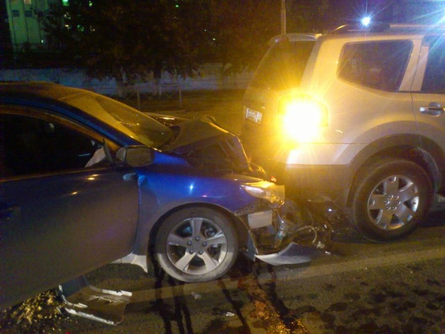 4 автомобиля столкнулись вНовосибирске вночь насубботу
