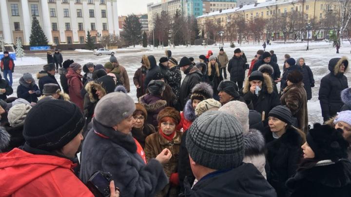 Тюменцы вышли на Центральную площадь города в знак несогласия с повышением тарифов на вывоз мусора