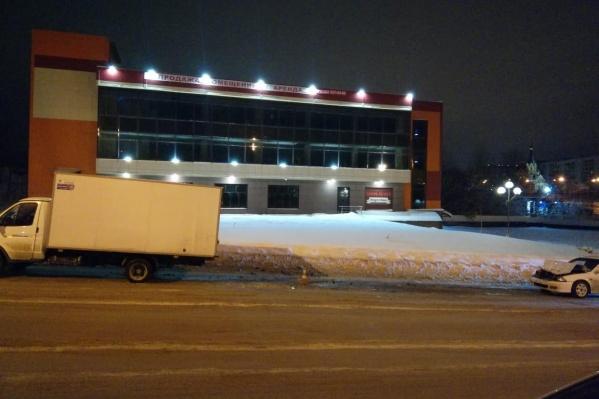 Авария случилась недалеко от развязки с улицей Курчатова