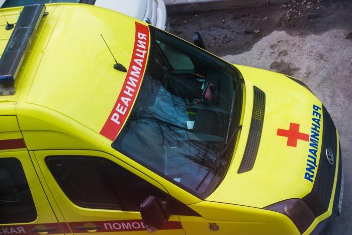 Скорая привезла беременную девушку в больницу  № 34  — там пациентка скончалась, по предварительным данным, из-за тромбоэмболии лёгочной артерии