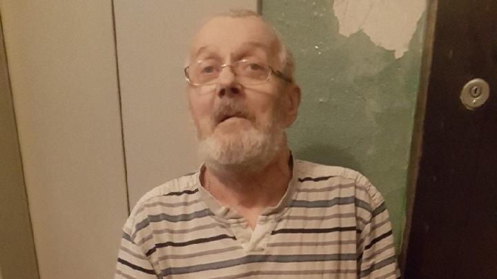 «Ездил в лифте босиком и без куртки»: в Екатеринбурге ищут родственников потерявшегося дедушки