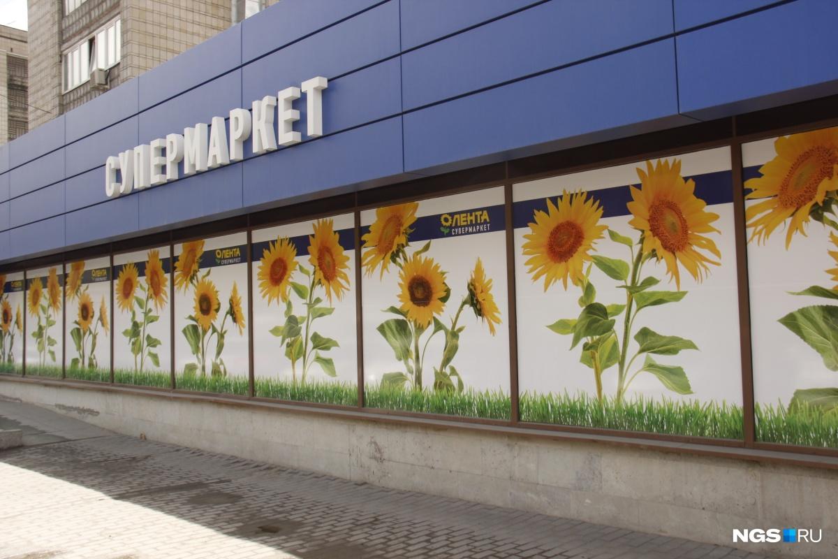 Плёнки на окнах клеят как местные, так и федеральные сети магазинов