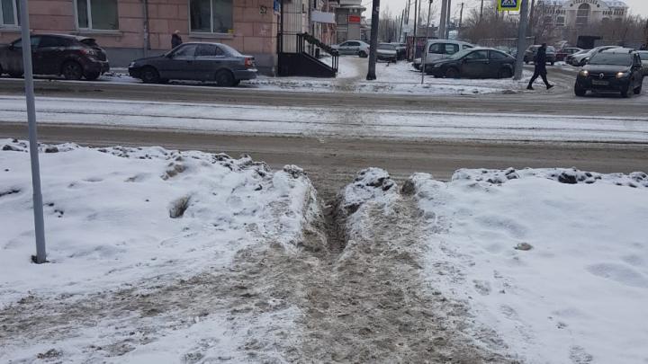 Завалы в историческом центре и миллиарды на уборку: как Челябинск (не) вывез снег
