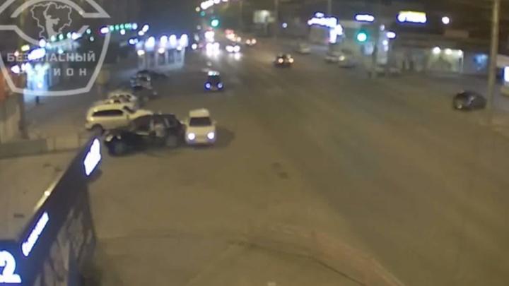 В Волгограде Porsche пошел на таран «десятки»: видео