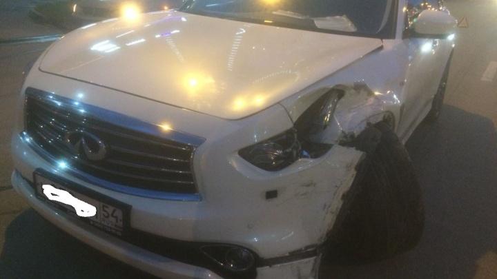 Водитель дорогого джипа подрезал иномарку и отправил девушку в больницу
