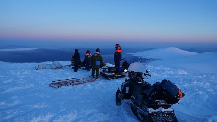 Спасатели нашли мужчину, потерявшегося на перевале Дятлова, и повезли его домой