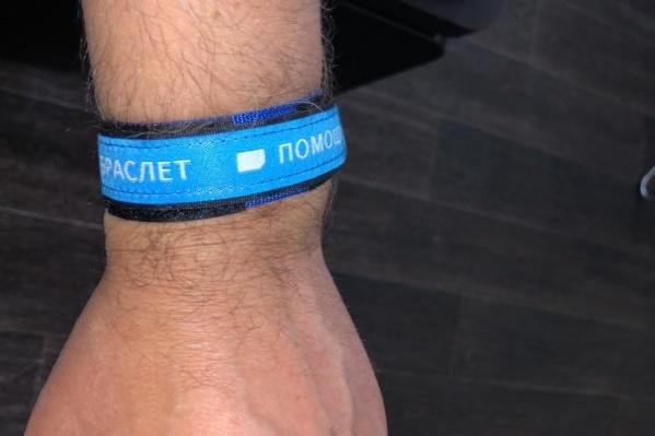 """Похожие браслеты уже раздают в городской больнице <nobr class=""""_"""">№ 25</nobr>"""