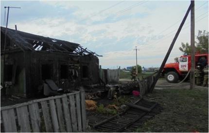 Сгоревший дом в селе Прокудское