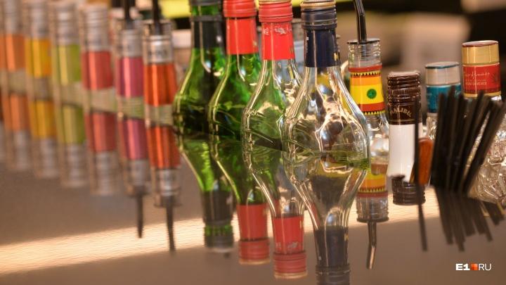 Хватило бы на бассейн: в полиции рассказали, сколько поддельного алкоголя изъяли на Урале в 2019-м