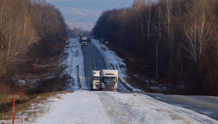 «Занесло на встречку»: на М-5 в Челябинской области прицеп фуры смял легковушку