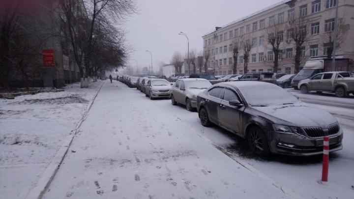 Весна по-уральски: утром в среду Екатеринбург засыпало снегом