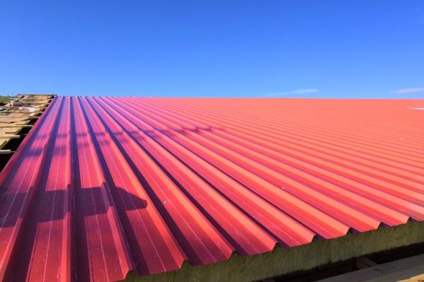 Сэндвич-панели надежно защищают крышу и выглядят красиво