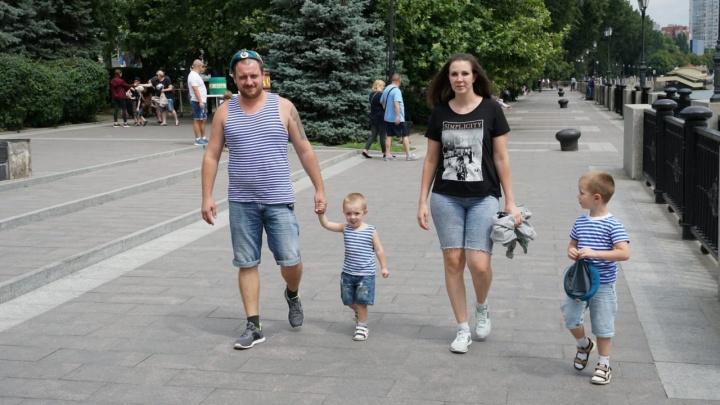 Не искупаться в фонтане: показываем, как в Ростове отмечают День ВДВ