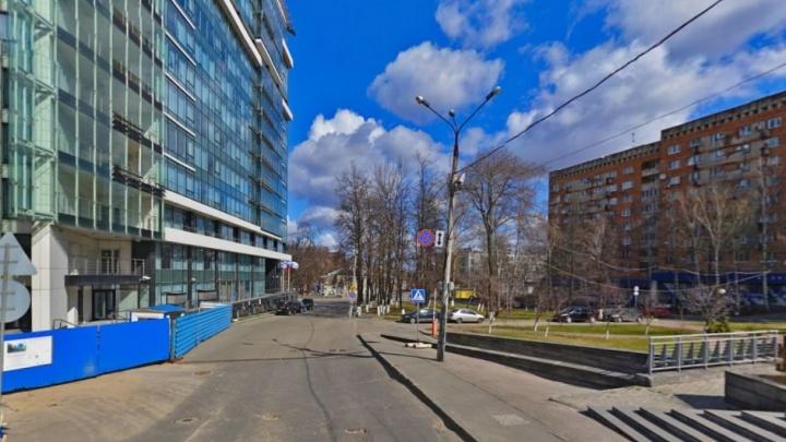 На улице в центре Нижнего Новгорода перекрыли движение до конца ноября